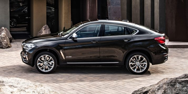 2015-bmw-x6-side-view-near-house