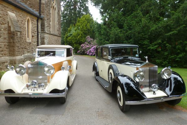 Classic Vs Modern: Which Wedding Car to Hire
