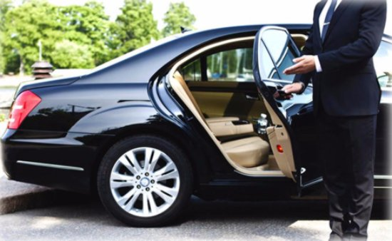 Significance of taking a chauffeured car service